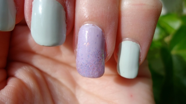 Close up of the accent nail and flakie gradient