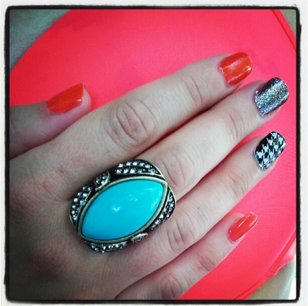 Mixed Media Nails... Coral, Graphite Glitter and Houndstooth