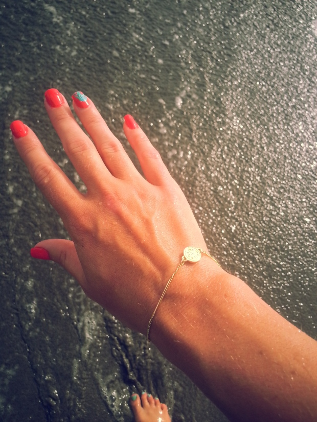 Dainty Gold And The Ocean