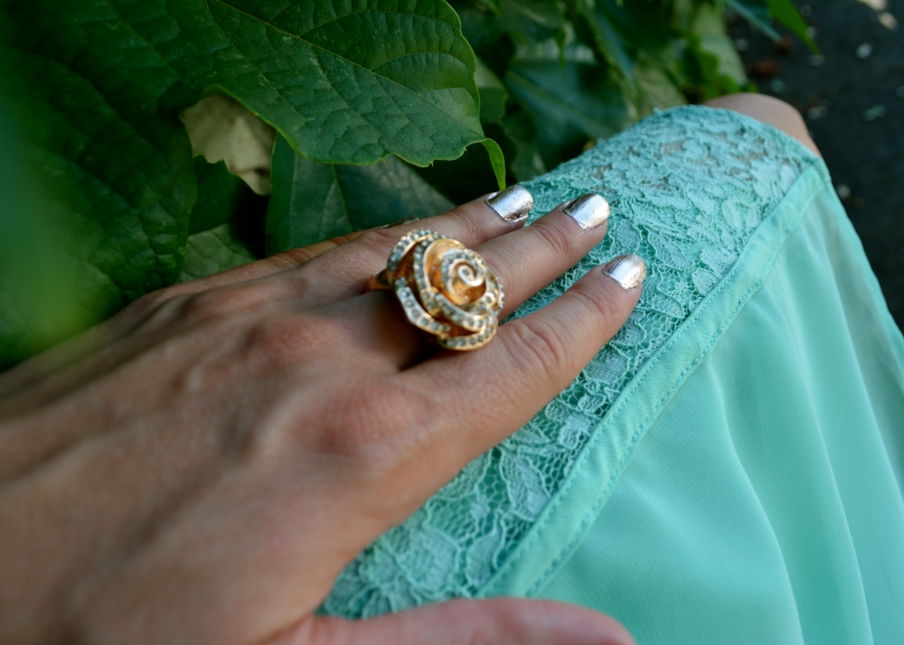Things Look Rosy Ring and Rosegold Nails