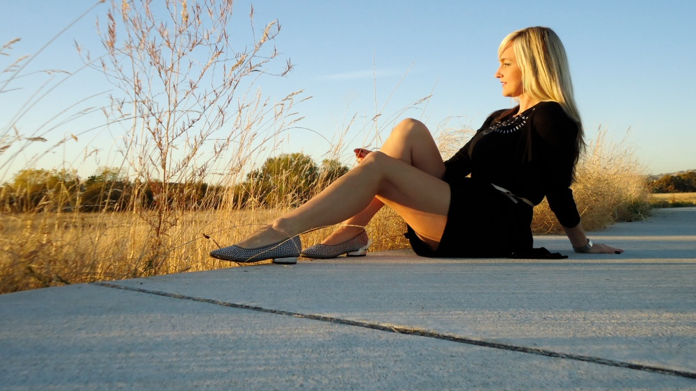 What To Wear To Thanksgiving - A Casual and Comfy LBD