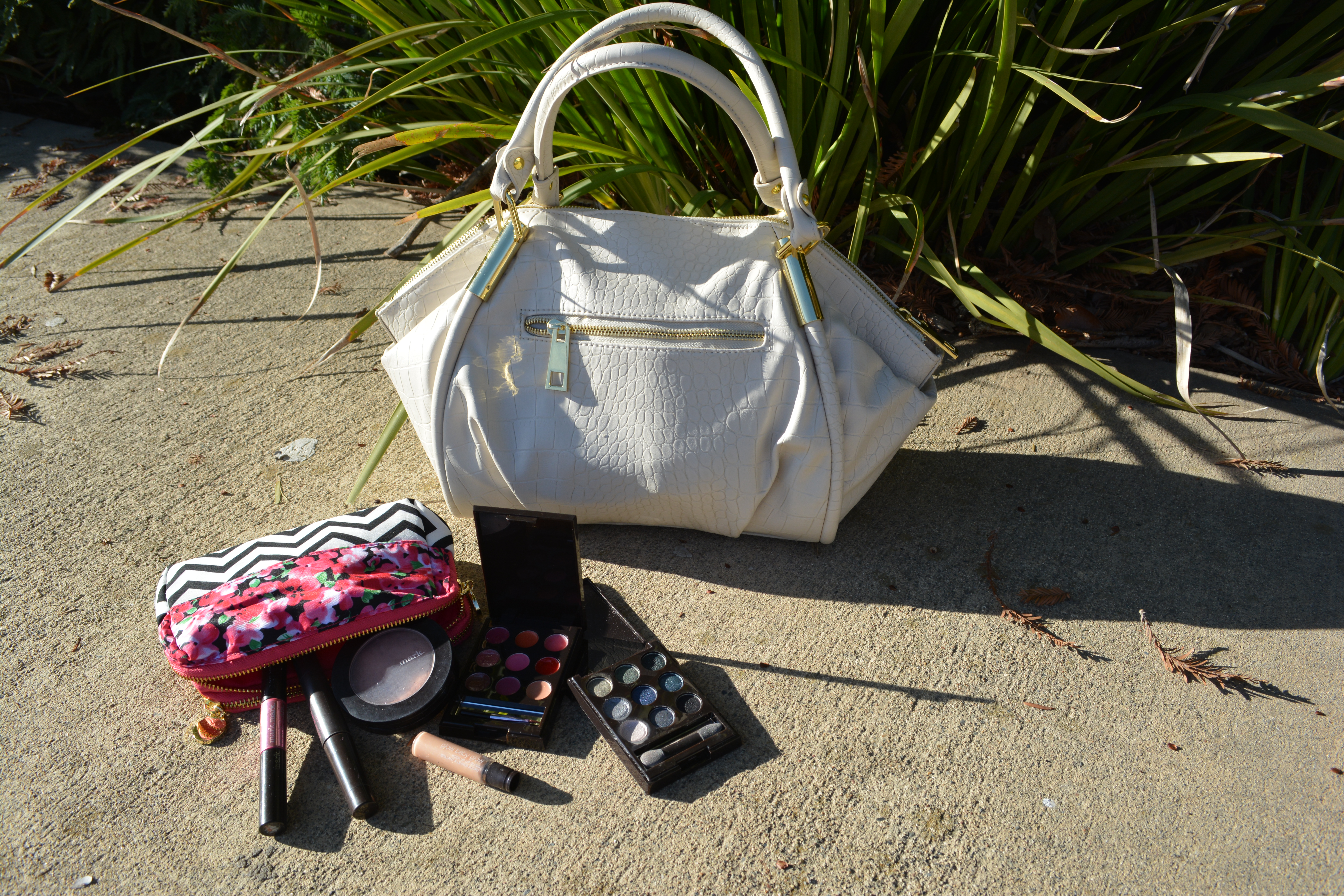 Wear and Share Wednesday mark. Avon Classic Hit Handbag
