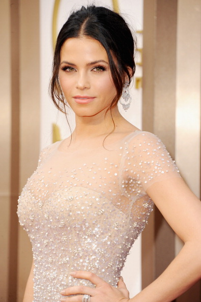 Jenna Dewan Tatum in Avon Ultra Color Absolute Lipstick in Creamy Melon