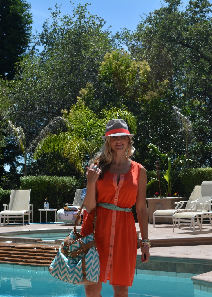 Coral dress, turquoise belt and bag, fedora and easy summer jewelry