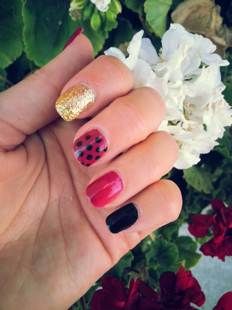 Berry deails with Avon Berry Smooth Nailwear Pro Nail Enamel