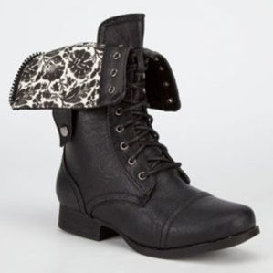 DIVA LOUNGE Jetta Womens Military Boots $39.99
