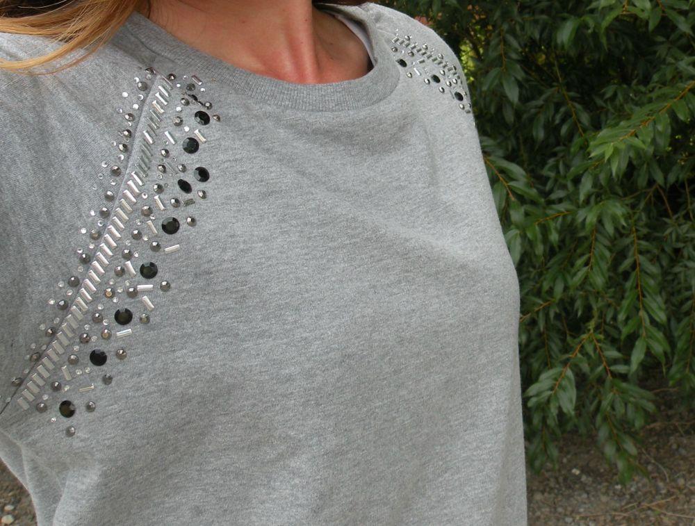 Jills Casual Cool Details On The Stroke of Luxe Sweatshirt