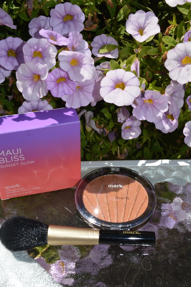 mark. Maui Bliss Sunset Glow Face Bronzer and Brush from Take 5 Brush Set