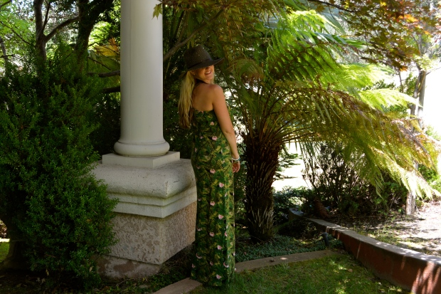 What To Wear In Maui - The Tropical Print Maxi