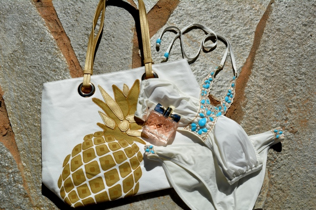 Pineapple Tote and Luxe La Vie available at http://www.youravon.com/aliciahessinger