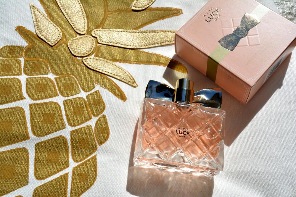 Avon Luck La Vie