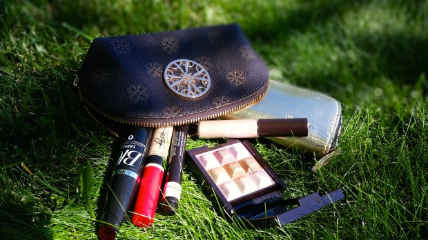 All The Products You Need For A Easy Summer Makeup Look
