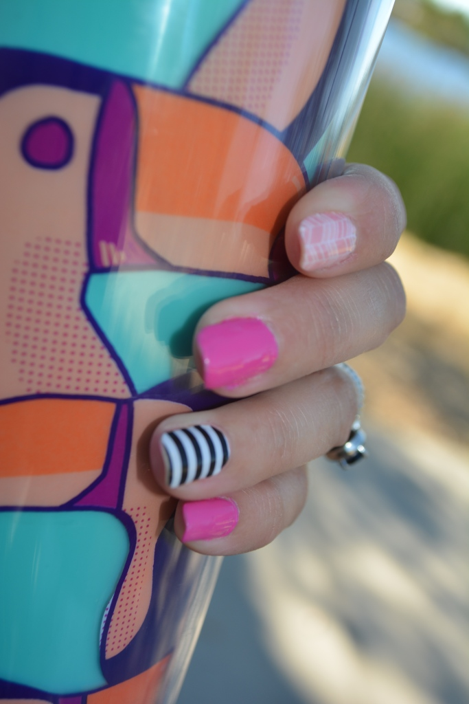 Avon Nailwear Pro in Viva Pink for Middle and Pinkie