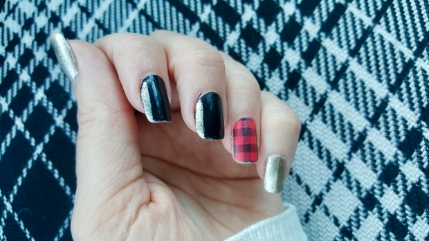 Buffalo Plaid Mani for Christmas